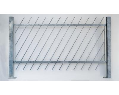 Kovový plot z ocelových profilů - šikmá výplň